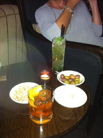 Hotel du Vin Poole: The Black Hawk and Mojito cocktails