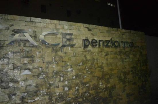 Ace Penzionne : Hotel Front