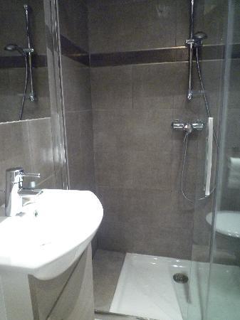 Hotel Bellevue: Nouvelle Salle de bain