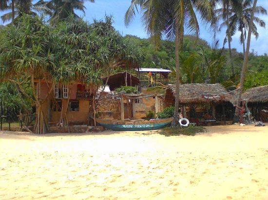 Eva Lanka Hotel: Здесь обитают местные рыбаки