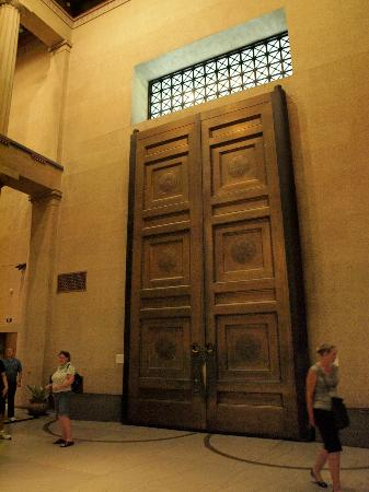 The Parthenon Giant bronze doors in the Nashville Parthenon & Giant bronze doors in the Nashville Parthenon - Picture of The ...