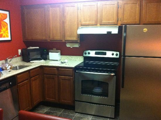 Residence Inn Charleston: kitchen