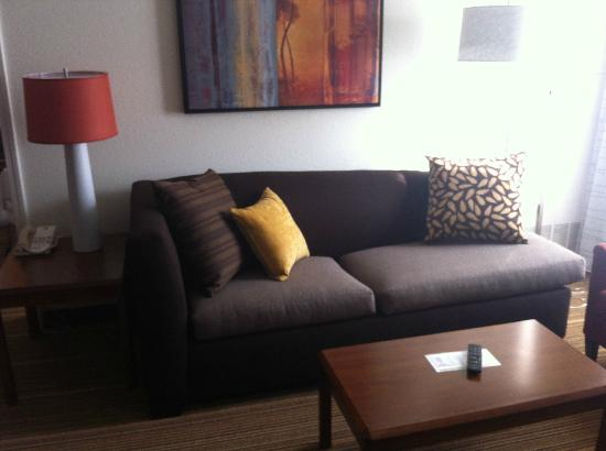 Residence Inn Charleston: comfy couch