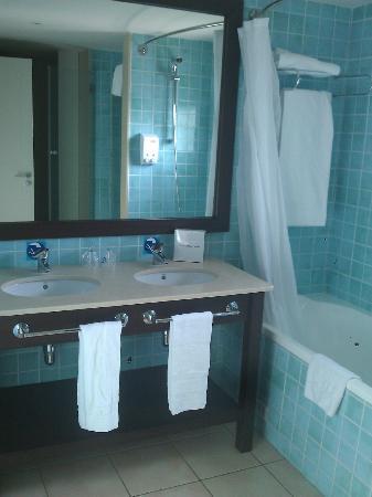 PortAventura Hotel Caribe: Salle de bain