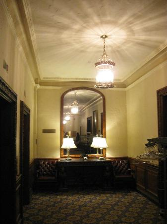 Boston Night Tour : Mirror in Omni-Parker house where sightings have been reported.