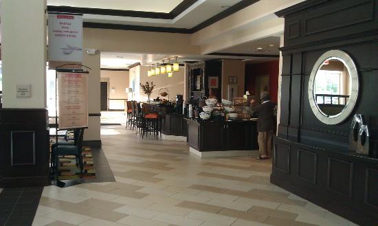 Hilton Garden Inn Cincinnati/Mason : Lobby / Breakfast area