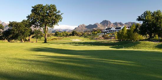 De Zalze Golf Club: 18th - a wonderful finishing hole