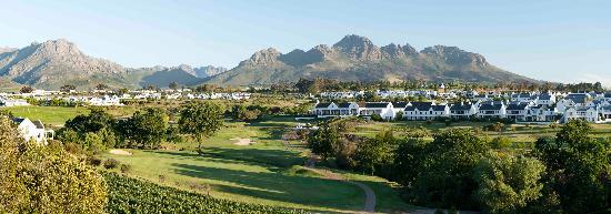 De Zalze Golf Club: 18th - from upper tee box - a wow!