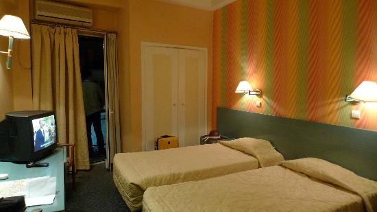 Hotel Minoa: Our double room with twin bed!