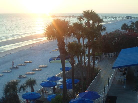 Doubletree Beach Resort by Hilton Tampa Bay / North Redington Beach: Loved the sunsets
