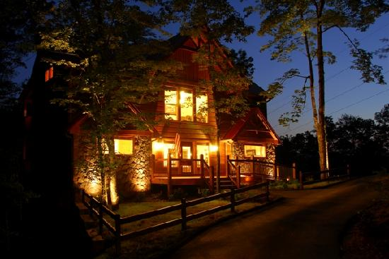 Accommodations by Parkside Resort : Night time in Parkside Resort