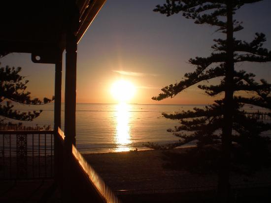 La Mancha Holiday Suites: Sunset on the balcony at La Mancha.
