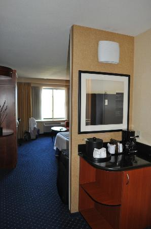 Courtyard by Marriott Los Angeles Westside: Zimmer vom Eingang