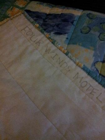 Four Winds Motel: Tacky hand written name on bedspread