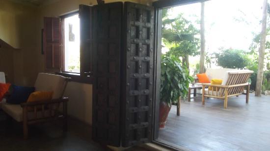 Dhow Inn : lobby and bar