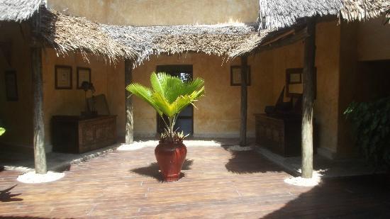 Dhow Inn : open interior