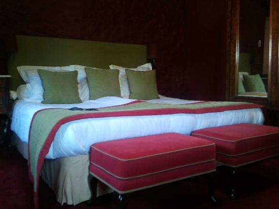 Le Prieure Saint Gery : Large comfortable bed