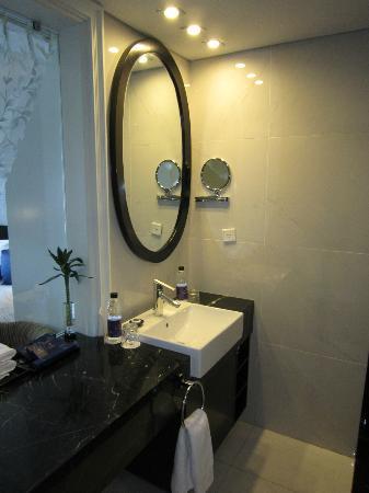 Church Boutique Hotel Hang Gai: bath room