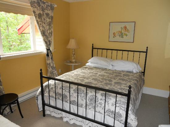 Marifield Manor B&B: Our Bedroom