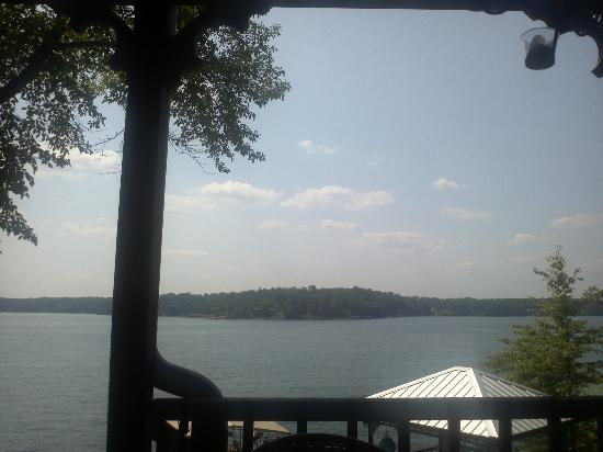 Smith Lake B&B: Beautiful view from the Dock Suite deck