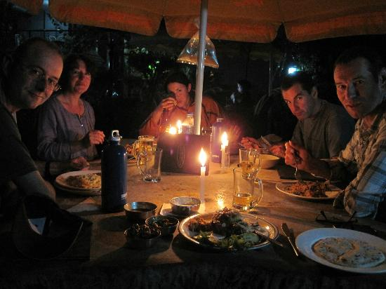 Hotel Ganesh Himal: Evening dinner in the garden.