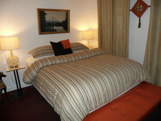 The Motor Lodge: Room 12