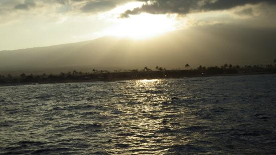 Capt. Teddy Hoogs Big Game Sportfishing : Sunrise over Kona