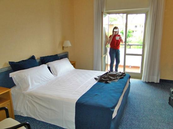 Hotel Marad: Habitaciones amplias y luminosas