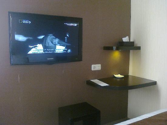 Vio Hotel Pasteur: 32 inches TV