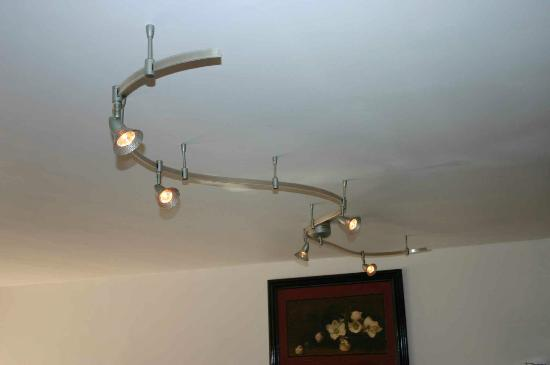 International Hotel & Suites: Studio 27 Ceiling fixture