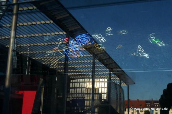 Zentrum für Kunst und Medientechnologie (ZKM): SMS - gespiegelt