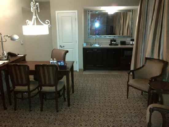 Embassy Suites by Hilton San Antonio Riverwalk-Downtown: Sitting room - bar / work area