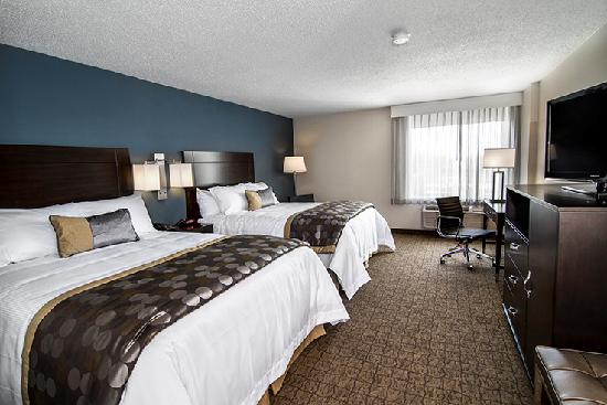 Wyndham Garden Niagara Falls Fallsview: Deluxe Room with 2 Queen Beds