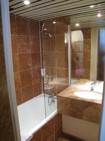 Moulin Plaza Hotel : bathroom