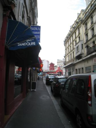 Moulin Plaza Hotel : from entrance of hotel