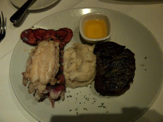 Fleming's Prime Steakhouse & Wine Bar: Filet mignon & lobster tail with Fleming's potatoes