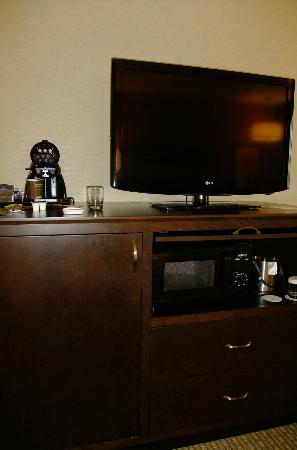 DoubleTree by Hilton Santa Fe : TV, coffee maker, refridgerator, & microwave
