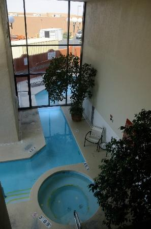 DoubleTree by Hilton Santa Fe : Indoor/outdoor pool & hot tub