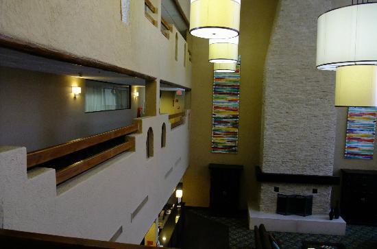 DoubleTree by Hilton Santa Fe: Lobby