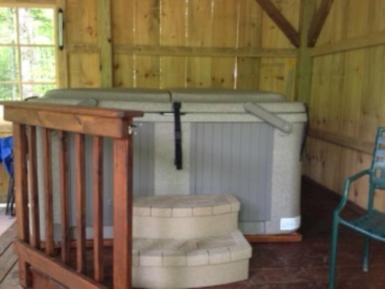 Sheady Acres Rental Cottages: Hot Tub