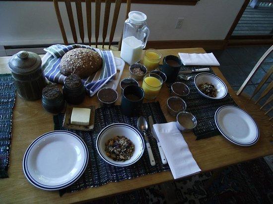 Cufra Cliffs Bed & Breakfast: Breakfast!