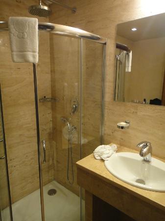 Thracia Hotel: Bathroom