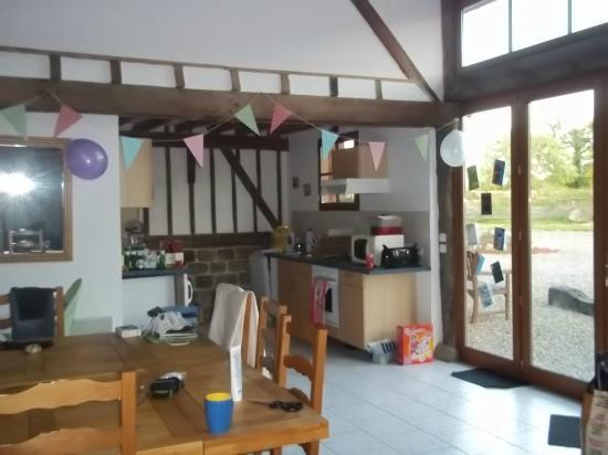 Le Petit Lac: Kitchen area