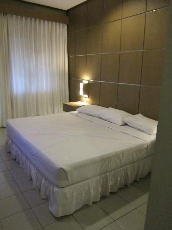 Tirtagangga Hotel: bed