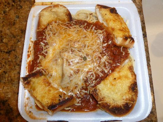 Honokowai Okazuya & Deli : Spaghetti and Italian Sausage