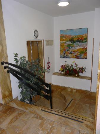 Hotel Duomo: Elevator
