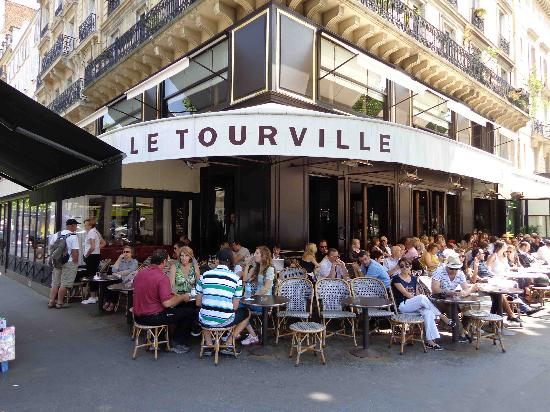 Le Tourville: Outdoor seating