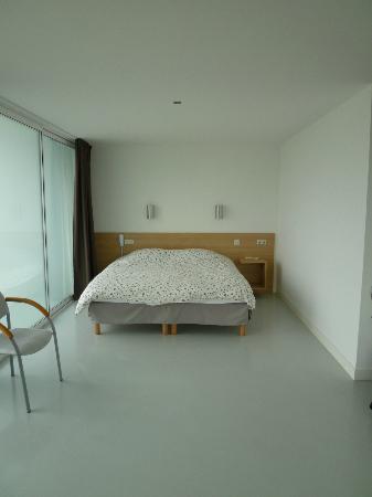 Hostellerie du Chateau Semens: One large bed
