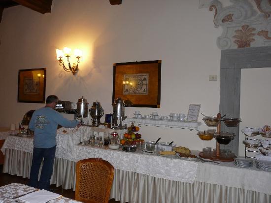 هوتل سان ميشيل: Breakfast area