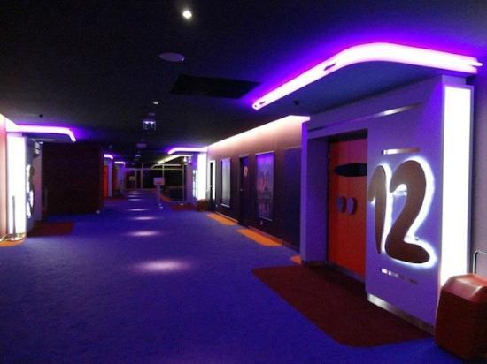 Cinema Le Trefle: couloir
